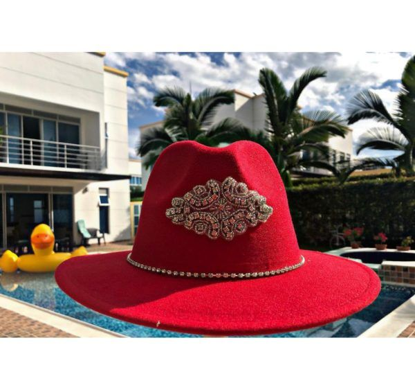 Sombrero fedora rojo sombrero para mujer con adornos Ibagué Manizales decorado vueltiao de moda vaquero agudeño playa artesanal flores sol elegante Armenia bogota fiesta cintas barranquilla bello cabalgata elegua bisuteria