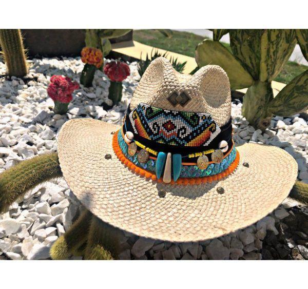 sombrero con adornos para mujer decorado elegua cali cartagena elegante vueltiao vaquero cintas bisuteria cabalgata de moda artesanal sol agudeño bucaramanga Santa Marta flores playa Montería bisuteria plumas fiesta