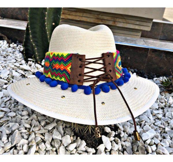 sombrero para mujer con adornos playa artesanal flores sol elegante agudeño de moda vaquero cintas decorado vueltiao cabalgata elegua bisuteria Ibagué Manizales Armenia bogota barranquilla bello fiesta