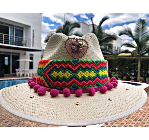 sombrero para mujer con adornos flores agudeño vaquero sol de moda vueltiao bisuteria playa decorado cintas elegua fiesta artesanal elegante medellin soacha tejido Villavicencio Pereira Pasto cabalgata