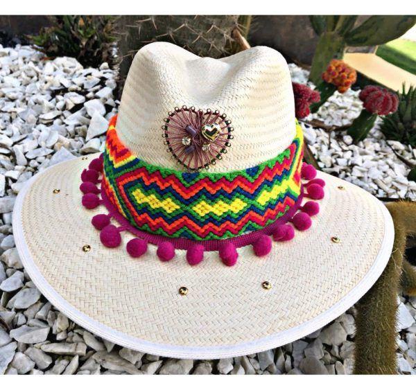 sombrero con adornos para mujer vueltiao vaquero artesanal sol agudeño bisuteria elegua cintas de moda elegante decorado fiesta flores playa cali cartagena bucaramanga Santa Marta Montería bisuteria cabalgata