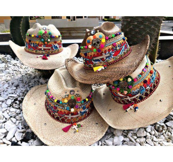 sombrero para mujer con adornos bisuteria elegante colombia cucuta sol agudeño artesanal vaquero de moda cabalgata decorado playa flores cintas tejido Valledupar vueltiao elegua Neiva buga plumas fiesta