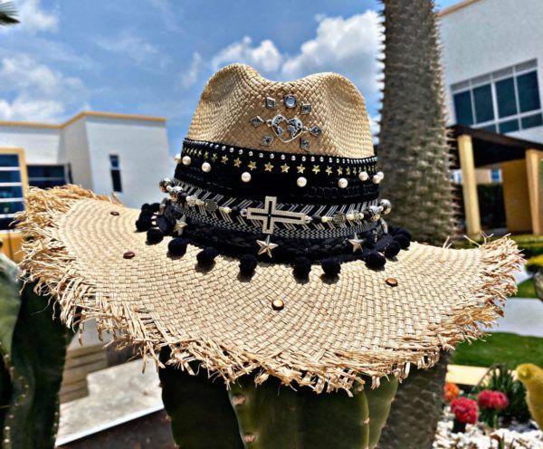 sombrero para mujer con adornos decorado elegua playa de moda flores cintas elegante bisuteria vaquero vueltiao agudeño sol artesanal Montería bisuteria cali Santa Marta cartagena bucaramanga