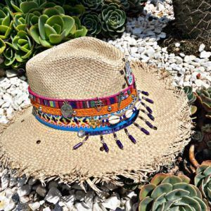 sombrero con adornos para mujer vaquero artesanal decorado playa flores de moda vueltiao agudeño elegante bisuteria elegua cintas sol Pereira Pasto medellin Villavicencio soacha tejido