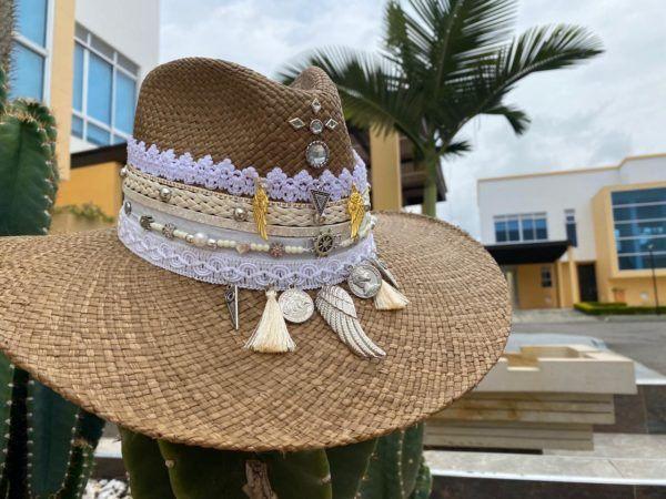 sombrero decorado para mujer decorado bisuteria agudeño sol elegante flores cintas artesanal elegua vaquero playa de moda vueltiao Santa Marta Montería bisuteria cali cartagena bucaramanga