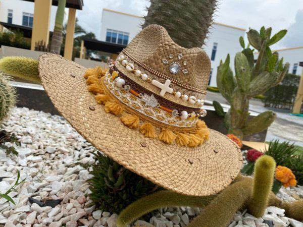 sombrero con adornos para mujer vaquero bisuteria decorado artesanal cintas elegante vueltiao flores de moda elegua sol agudeño playa Valledupar Neiva buga colombia cucuta soledad