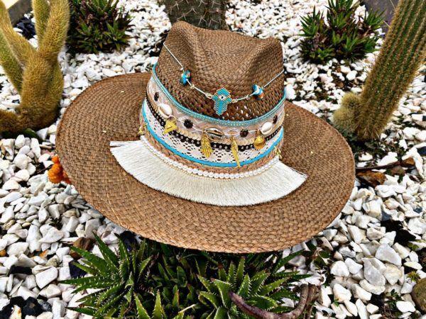 sombrero con adornos para mujer cintas sol elegua agudeño artesanal vueltiao vaquero de moda elegante decorado bisuteria flores playa cali cartagena bucaramanga Santa Marta Montería bisuteria